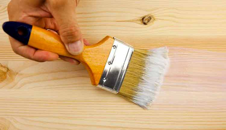 Грунтовка древесины дома, перед окрашиванием