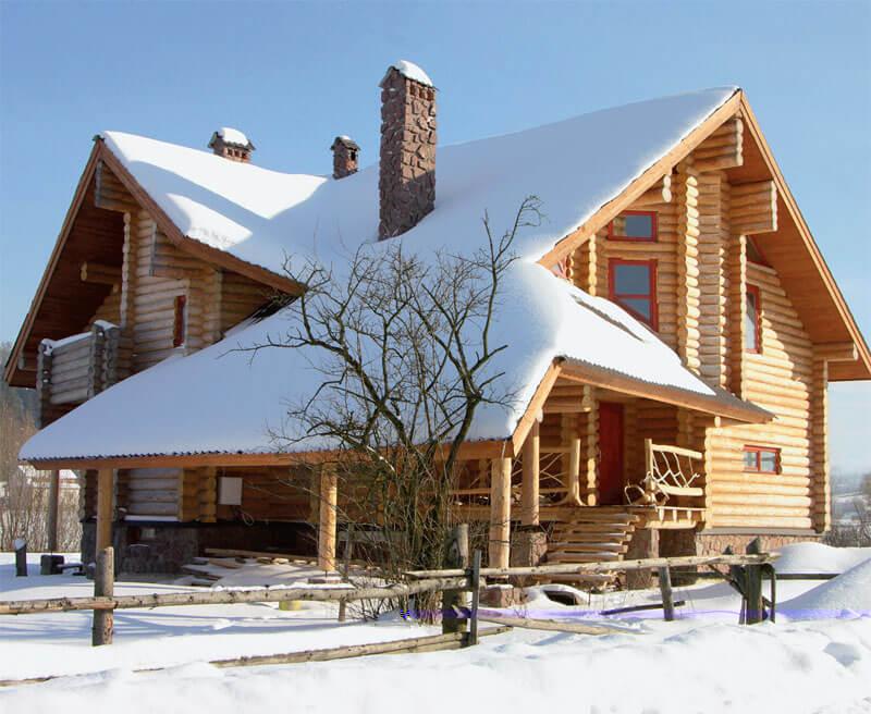 Покраска деревянного дома зимой