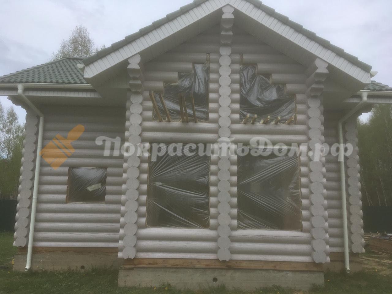 Покраска внутри и снаружи деревянного дома из оцилиндрованного бревна